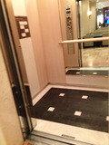 エレベーター 中写真です。