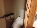 手すりのついたトイレ