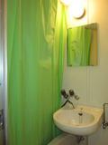 お風呂の仕切りのカーテンきれいでした。