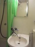 洗面台の鏡もきれいです。