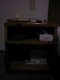 ベッド横の机はこんな感じです