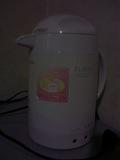 冷蔵庫に上に湯沸かしポットがありました。