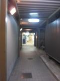 北館側のこの廊下を突き進んだら突き当りには新館.入口が見えます。