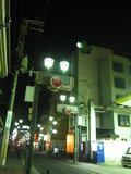 ホテルのある通りです。写真右手にホテルがあります。