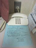 電話とホテルの案内です。
