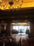 ホテル入口入ってすぐのロビーです。