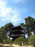 椿山荘庭園の3重塔です。