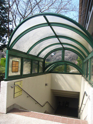 プラザ地下1階入り口です。