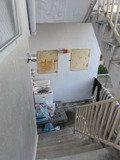 2階と3階の間の外の階段です。