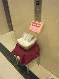1階ではブラシとシャワーキャップが置いてありました。