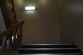 2階へは階段で!
