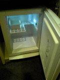 小さな冷蔵庫です