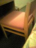 机は普通です
