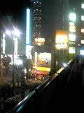 繁華街の明かりのほうにすすみます