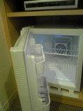 小型の冷蔵庫です
