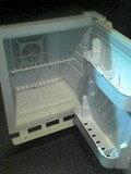 コンパクトな冷蔵庫です