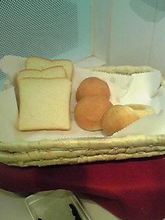 パンの種類は少なめです