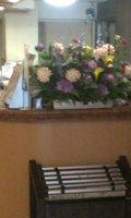 フロントにはきれいな花が
