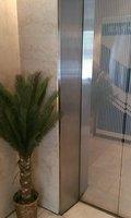 エレベーター横には観葉植物があります
