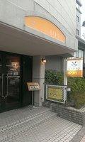 玄関横には併設のレストランがあります