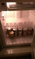 冷蔵庫の中には飲み物が入っています