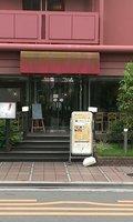 隣にはホテル併設のレストランがあります