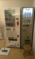 脱衣所には自販機もあります