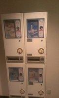 エレベーターホールにはレトロな自販機があります