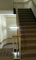 各階には階段もあり、エレベーターのみでなく階段も使用可能です