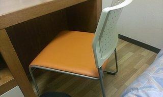 机の椅子です