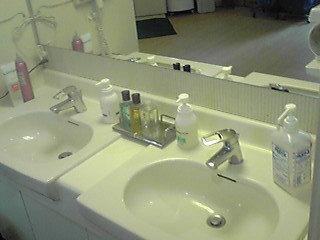 脱衣所の洗面台です