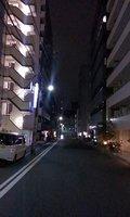 夜のホテル前です
