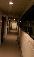 廊下は外に面しています