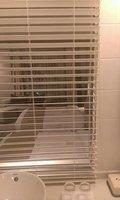 バスルームから部屋が見えます
