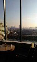 朝のロビーからの眺望です