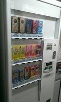 紙パック飲料の自販機もあります