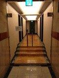 1階客室フロアへの通路