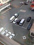 部屋から見た駐車場