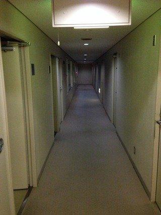 会館4階研修宿泊施設廊下