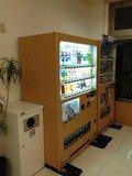 ロビー奥にある清涼飲料水自販機