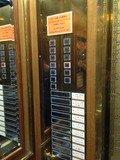 エレベーター内のフロアボタン
