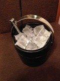 部屋用の氷は館内居酒屋でもらえました