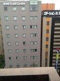 ホテル廊下の窓からの眺め