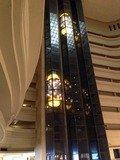 アトリウムから見た展望エレベーター