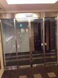 客室フロアとエレベーターホールを区切るドア
