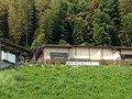駐車場から見上げた野天風呂棟