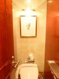 トイレの中にも絵が飾ってあります