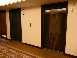 エレベーター扉