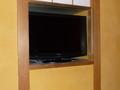 収納されているテレビ