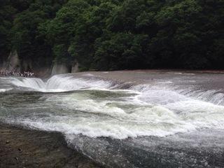 吹割れの滝